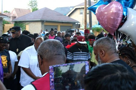 A large crowd gathered on West Auer Avenue where Sylville Smith was shot and killed by Milwaukee police Saturday night . Photo by Jabril Faraj.