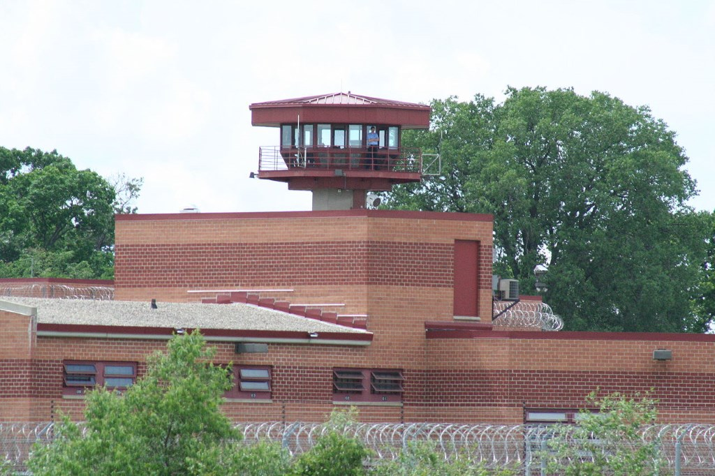 Columbia Correctional Institution. Photo by Dual Freq (Own work) [CC BY-SA 3.0 (http://creativecommons.org/licenses/by-sa/3.0) or GFDL (http://www.gnu.org/copyleft/fdl.html)], via Wikimedia Commons.