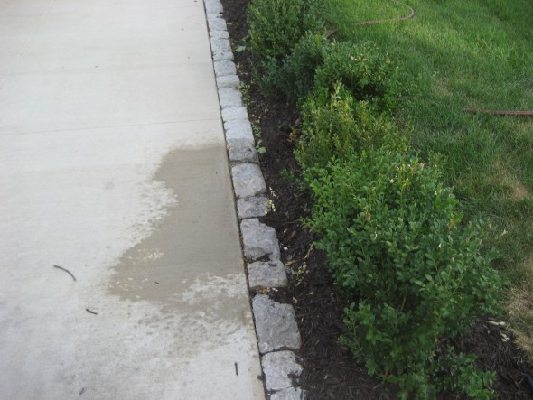 The driveway is edged with granite pavers. Photo by Michael Horne.
