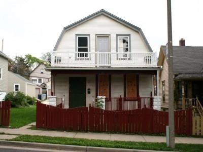 Program Combats Foreclosures