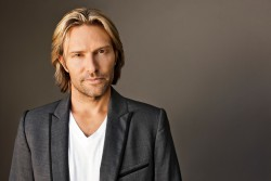 Eric Whitacre (credit Marc Royce) 4 High Res