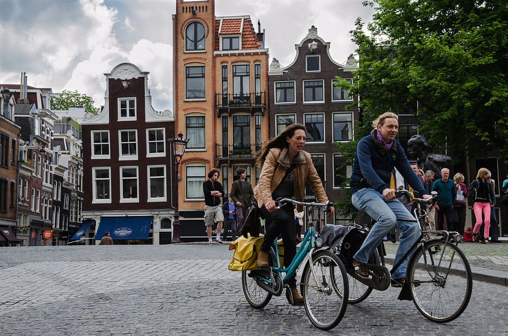 Cycling in Amsterdam. Photo by Alfredo Borba (Own work) [CC BY-SA 4.0 (http://creativecommons.org/licenses/by-sa/4.0)], via Wikimedia Commons.