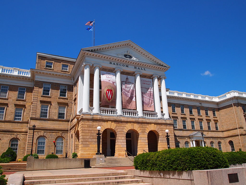 Bascom Hall on the University of Wisconsin campus. Photo by Rosina Peixoto (Own work) [CC BY-SA 3.0 (http://creativecommons.org/licenses/by-sa/3.0)], via Wikimedia Commons