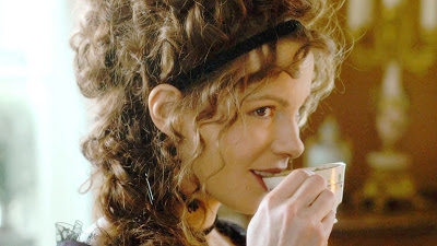 Kate Beckinsale as the venom-dipped Lady Susan.