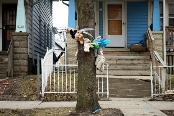 A memorial on the 3200 block of N. 9th St. Photo by Adam Carr.