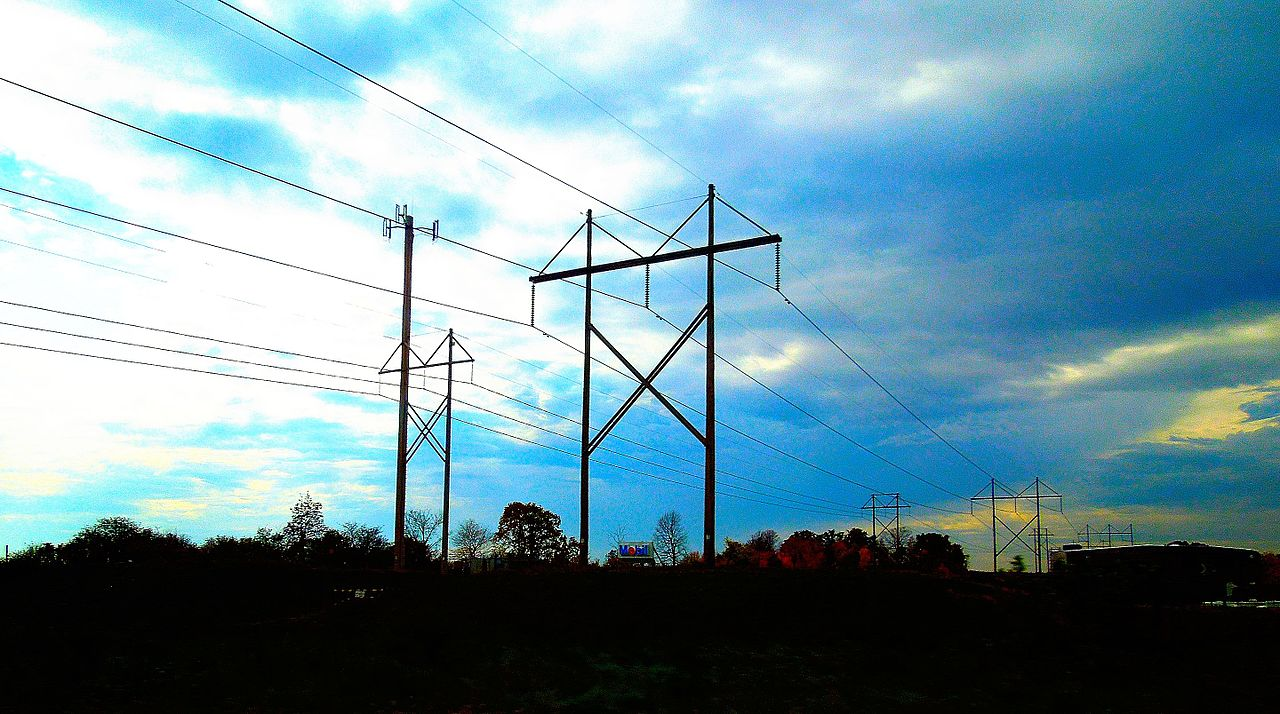 High Voltage Power Lines. Photo by Corey Coyle [CC BY 3.0 (http://creativecommons.org/licenses/by/3.0)], via Wikimedia Commons