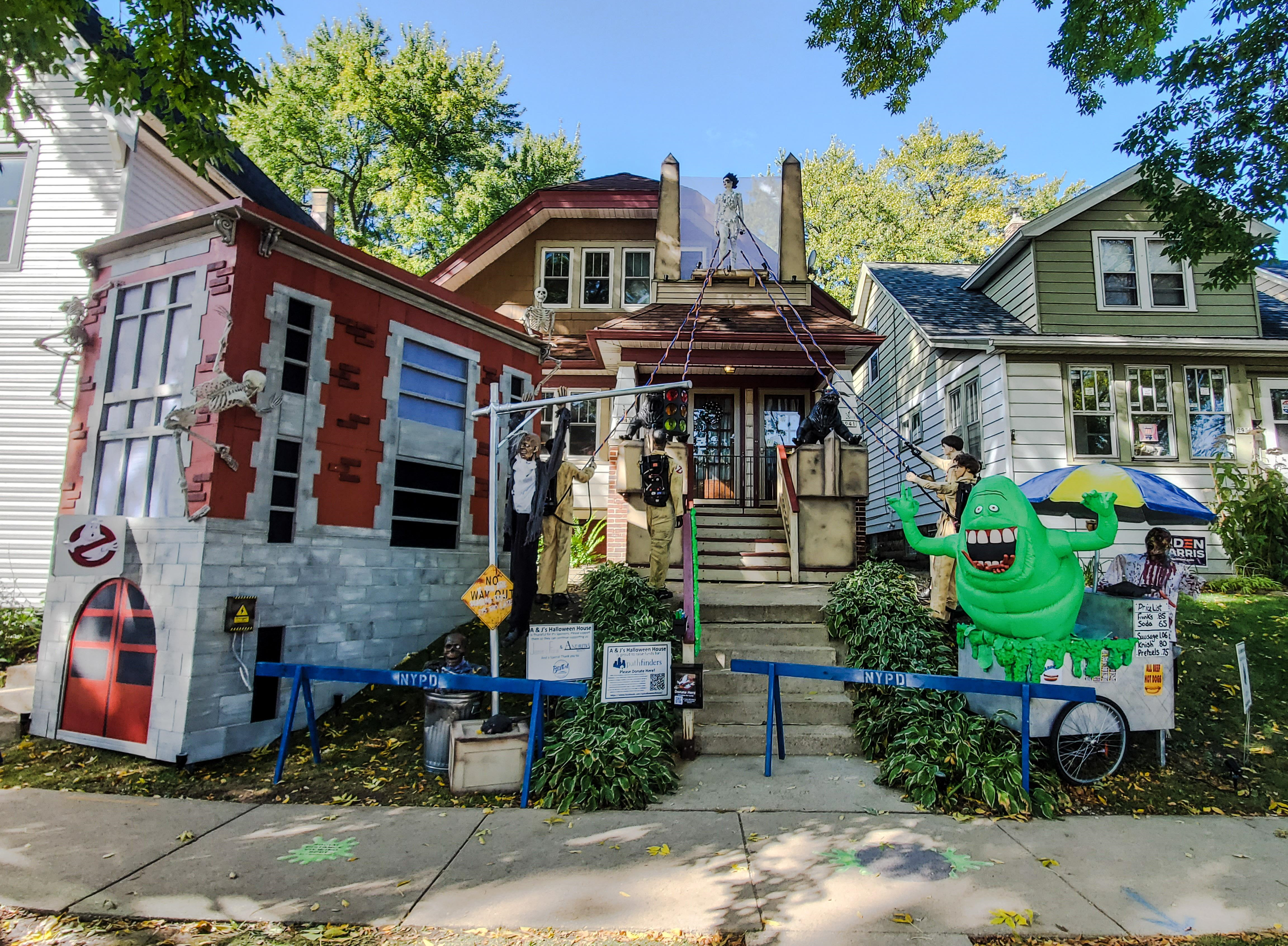 Ghostbusters Lawn Display Lights up Bay View House