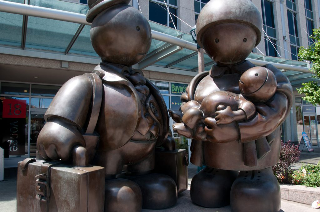 Immigrant Family by Tom Otterness. Photo by Alexandre Moreau.