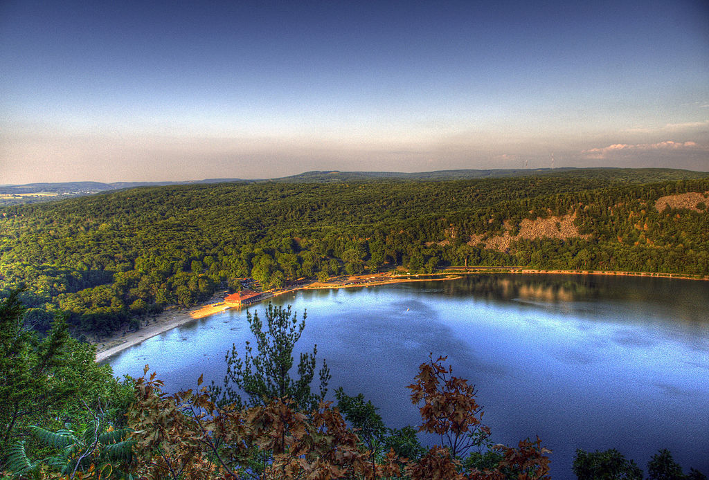 Devil's Lake. Photo by CrispAir at en.wikipedia (Own work) [CC BY 3.0 (http://creativecommons.org/licenses/by/3.0)], via Wikimedia Commons