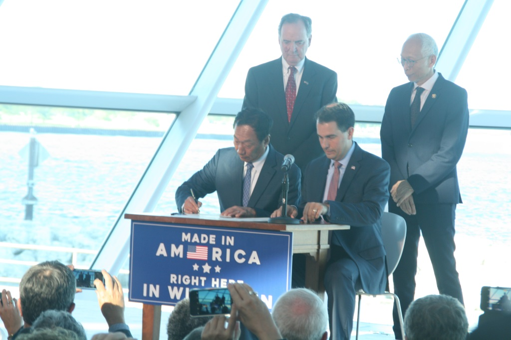 Foxconn chairman Terry Gou and Governor Scott Walker signing a memorandum of understanding. Photo by Jeramey Jannene.