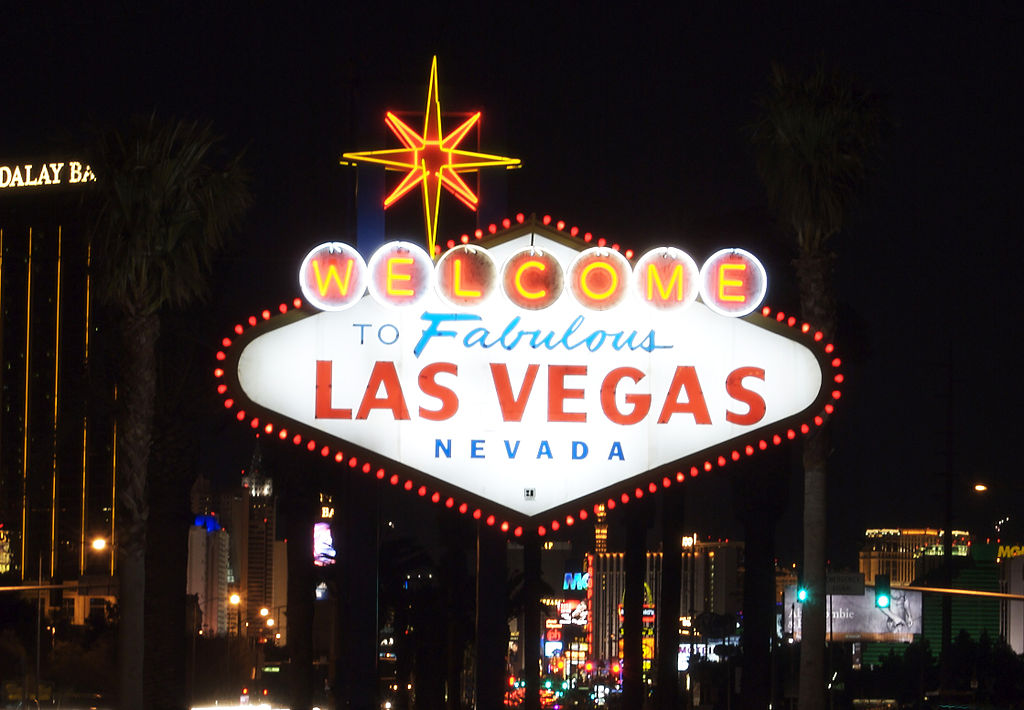 Welcome to Las Vegas. Photo by By Bill Debevc [CC BY 2.0 (http://creativecommons.org/licenses/by/2.0)], via Wikimedia Commons.
