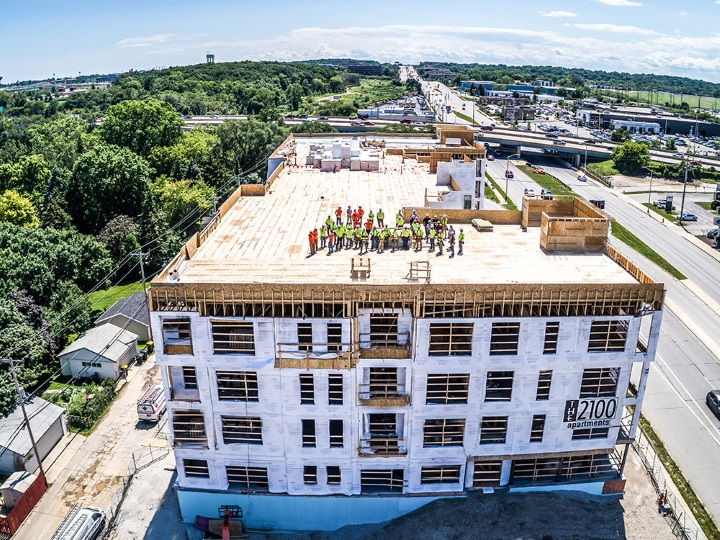 2100 Urban Residence Apartments Topping Off. Photo courtesy of Altius Building Company.