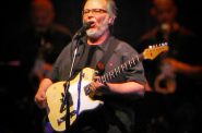 Walter Becker. Photo by Arielinson (Own work) [CC BY-SA 4.0 (http://creativecommons.org/licenses/by-sa/4.0)], via Wikimedia Commons