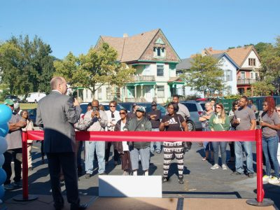 Community Warehouse Opens in Bronzeville