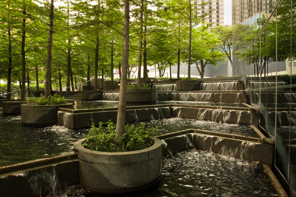 Fountain Place, Dallas, TX, 2013. Courtesy The Cultural Landscape Foundation. Photo by Alan Ward.