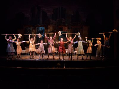 "Theater: Oh, How New 'Annie"" Seems"