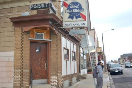 A closed bar on South 13th Street in the Polonia neighborhood. Photo by Edgar Mendez.