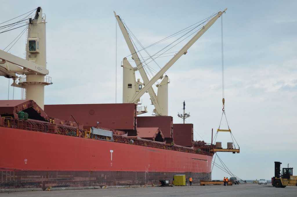 Unloading of the Federal Champlain. Photo by Jack Fennimore.