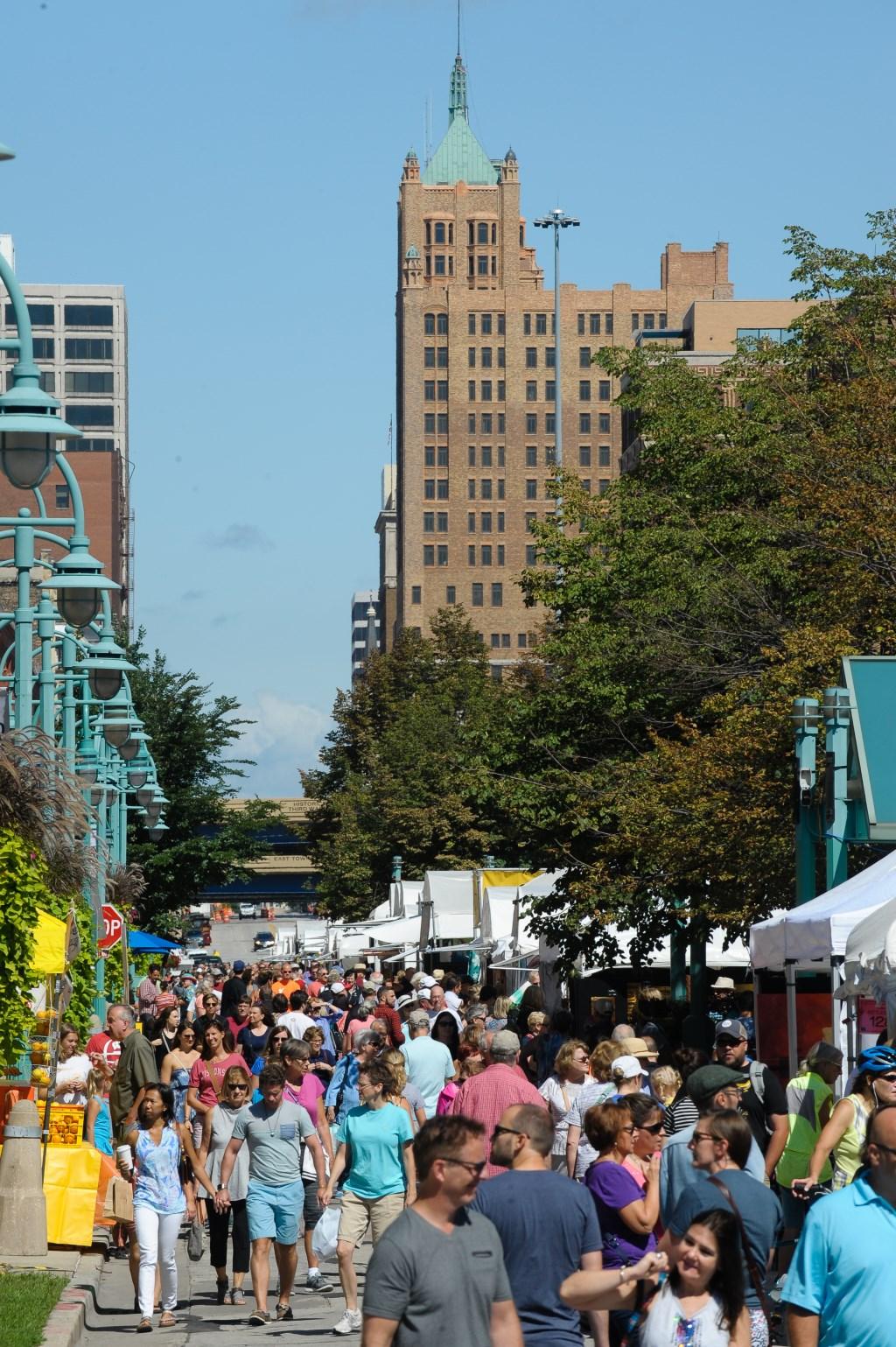 Milwaukee s third ward art festival announces call for for Craft fairs milwaukee wi