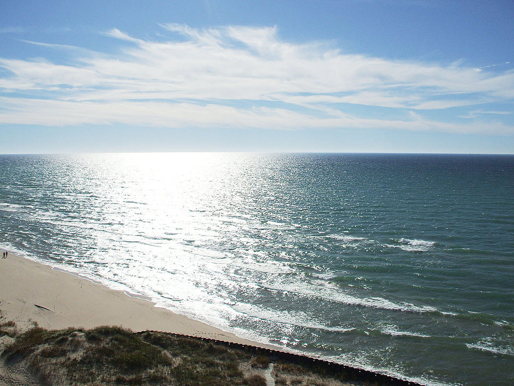 East coast of Lake Michigan looking west from Big Sable Point lighthouse. Photo is in the Public Domain.