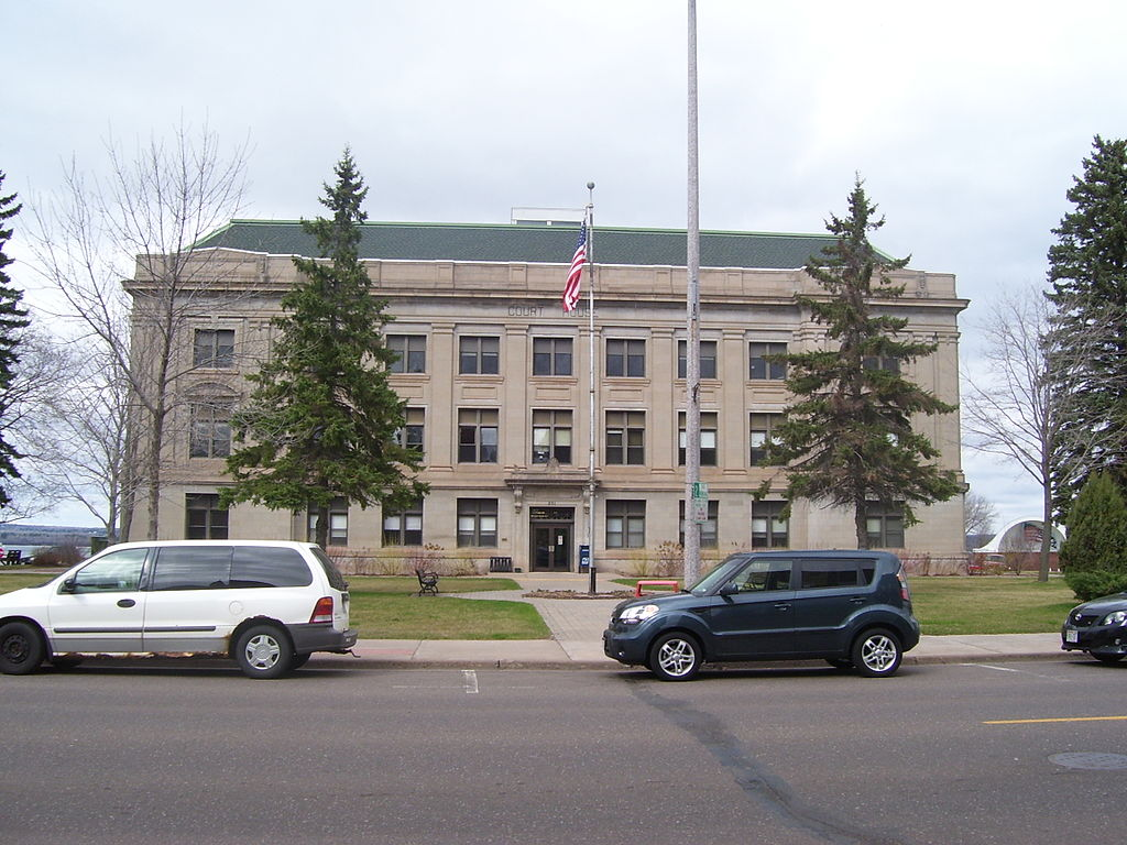 Ashland County Courthouse. Photo by Billertl [CC BY-SA 3.0 (https://creativecommons.org/licenses/by-sa/3.0)], from Wikimedia Commons