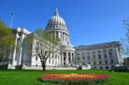 Wisconsin State Capitol. Photo by Vijay Kumar Koulampet [CC BY-SA 3.0 (https://creativecommons.org/licenses/by-sa/3.0)], from Wikimedia Commons
