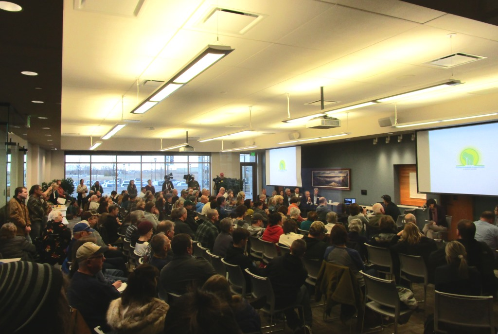 There large turnout for this meeting between We Energies and the public. Photo by Dave Fidlin.