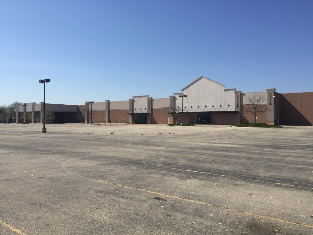Vacant Lowe's Big Box Store at 5800 W. Hope Ave. Photo by Alison Peterson.
