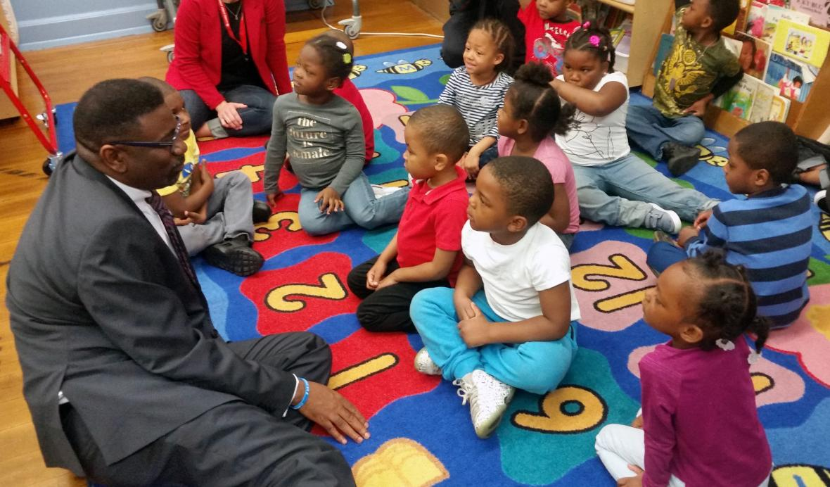 Milwaukee Public Schools Interim Superintendent Keith Posley talks with kindergartners Monday, at Clarke Street Elementary School. Chuck Quirmbach/WPR
