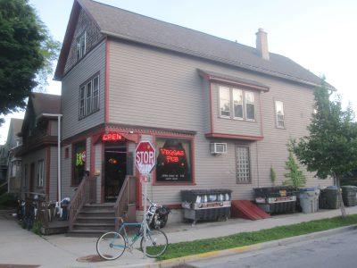 Bar Exam: Veggas Pub Is a Riverwest Survivor