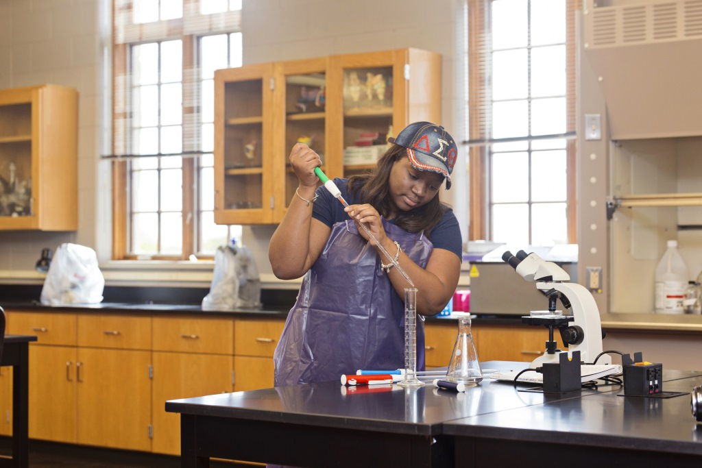 HHMI $1 million grant supports Mount Mary's efforts to break down barriers for underrepresented women in STEM