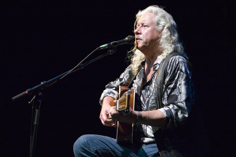Arlo Guthrie. Photo by John Kloeppe. (CC-BY-SA-3.0)