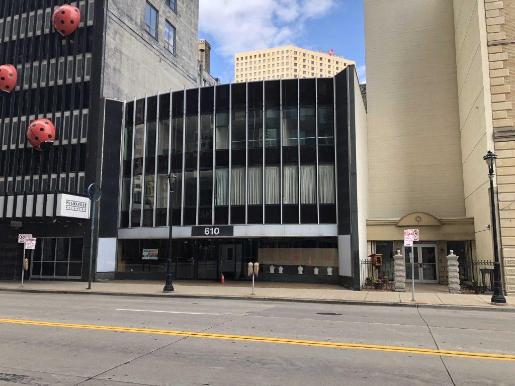 Plaza View Building. Photo by Jeramey Jannene.