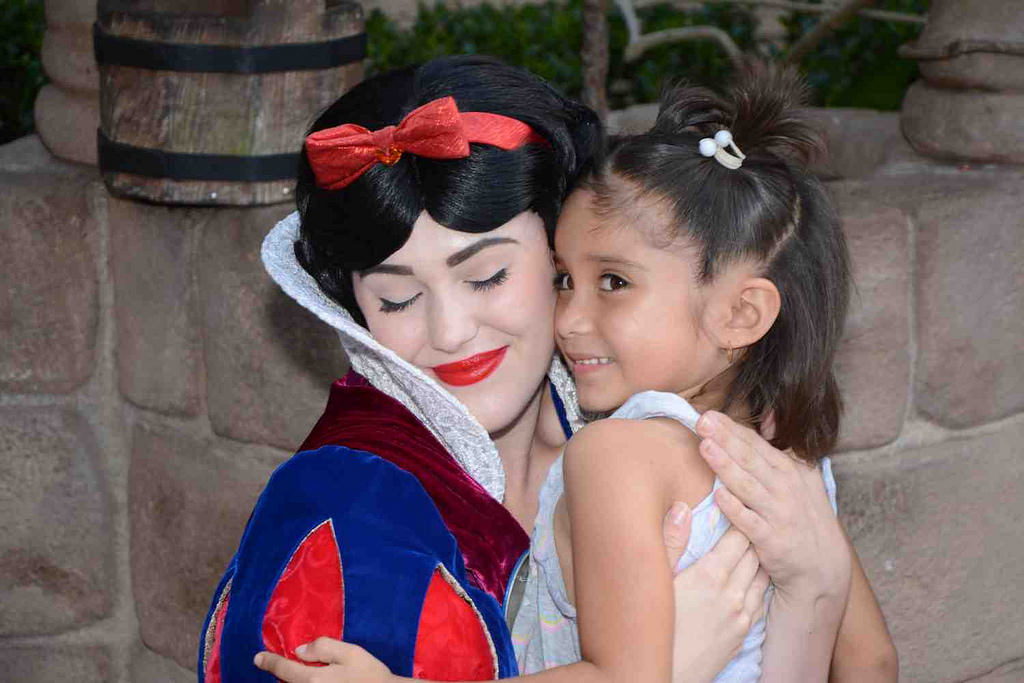 Ximena Contreras, 5, hugs Snow White during a trip to Disney World. Photo courtesy of Azucena Montes/NNS.
