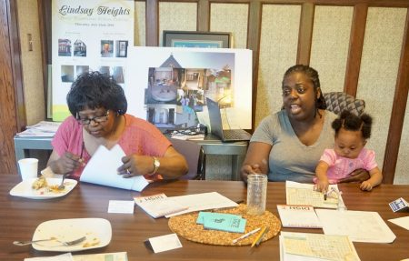 Residents discuss priorities for Lindsay Heights at a community brunch at Walnut Way. (Photo by Ryeshia Farmer/NNS.