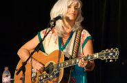 Emmylou Harris. Photo by armadilo60 [CC BY-SA 2.0 (https://creativecommons.org/licenses/by-sa/2.0)], via Wikimedia Commons