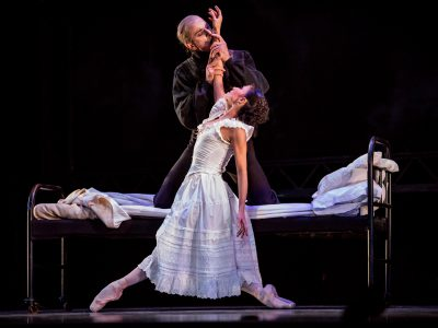 "Dance: Ballet's 'Dracula"" Makes Horror Seductive"