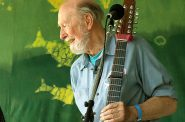 Pete Seeger. Photo by Anthony Pepitone [CC BY-SA 3.0 (https://creativecommons.org/licenses/by-sa/3.0)], from Wikimedia Commons