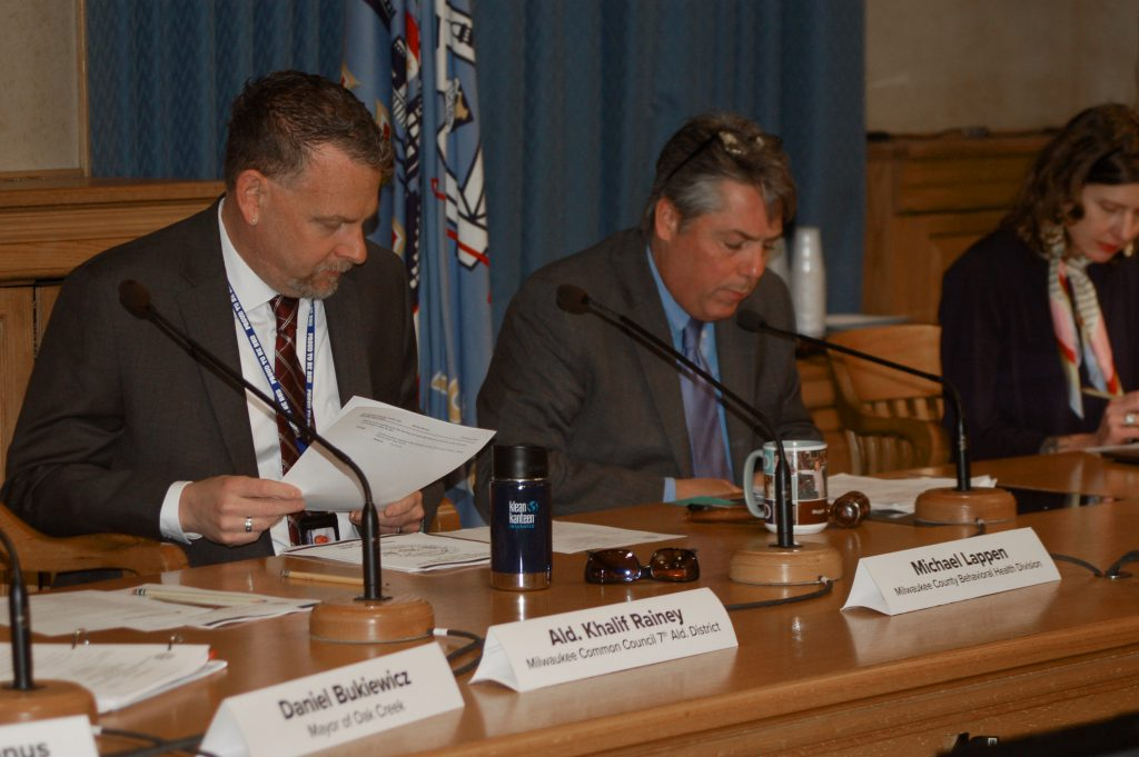 Michael Lappen (left), administrator of the Behavioral Health Division (BHD) for Milwaukee County, and Ald. Michael Murphy co-chaired a meeting of the City-County Heroin, Opioid and Cocaine Task Force in May. Photo by Edgar Mendez/NNS.