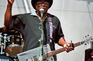 Bo Diddley. Photo by Masahiro Sumori [GFDL (http://www.gnu.org/copyleft/fdl.html), CC-BY-SA-3.0 (http://creativecommons.org/licenses/by-sa/3.0/) or CC BY-SA 2.5 (https://creativecommons.org/licenses/by-sa/2.5)], from Wikimedia Commons.