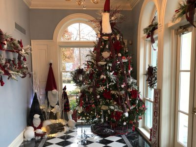Florists from Across Wisconsin Decorate the Wisconsin Executive Residence for the 2018 Holiday Season