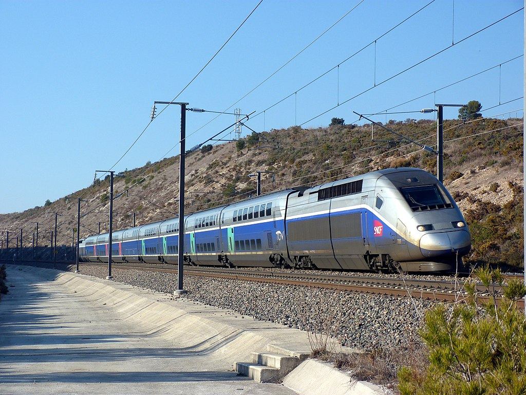 TGV Duplex Dasye 706. Photo by Alaric Favier [CC BY-SA 3.0 (https://creativecommons.org/licenses/by-sa/3.0)], from Wikimedia Commons.