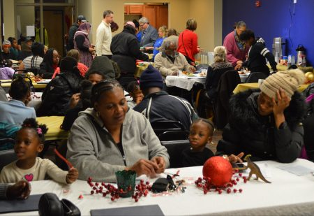Washington Park residents attend the neighborhood's annual gathering. Photo by Ana Martinez-Ortiz/NNS.