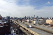Brooklyn Queens Expressway. Photo by MusikAnimal [CC BY-SA 3.0 (https://creativecommons.org/licenses/by-sa/3.0)], from Wikimedia Commons.
