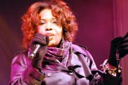 Macy Gray. Photo by Miss Tracey Nolan [CC BY-SA 2.0 (https://creativecommons.org/licenses/by-sa/2.0)], via Wikimedia Commons.
