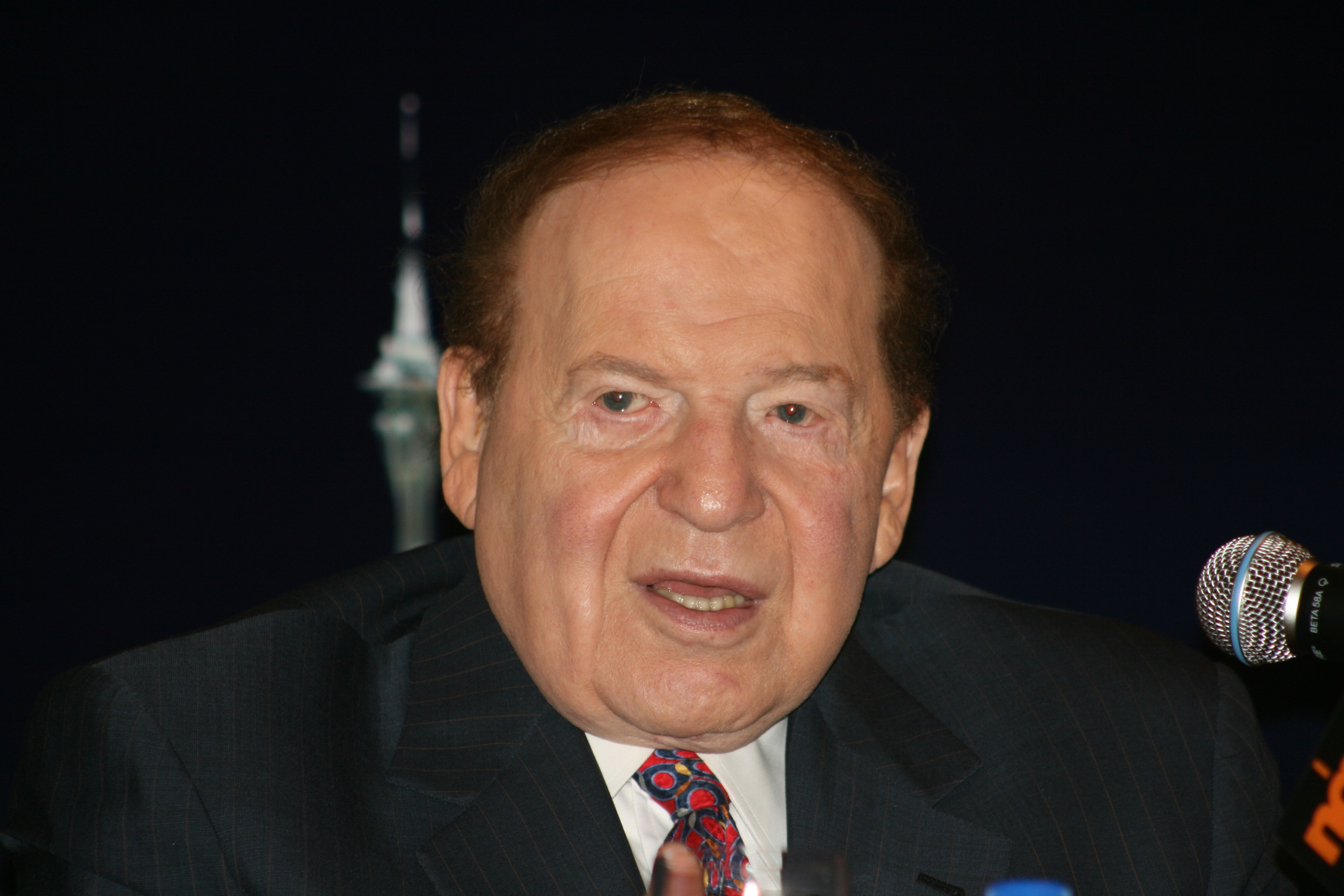 Sheldon Adelson. Photo by Bectrigger [CC BY-SA 3.0 (https://creativecommons.org/licenses/by-sa/3.0)], from Wikimedia Commons