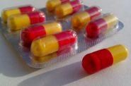Antibiotic drug capsules. Public domain (CC0).