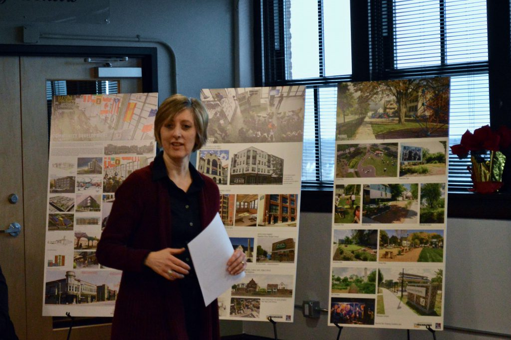 Carolyn Esswein explains her process of charrette, where she brings together residents, funders and designers for community-based development planning. Photo by Analise Pruni/NNS.