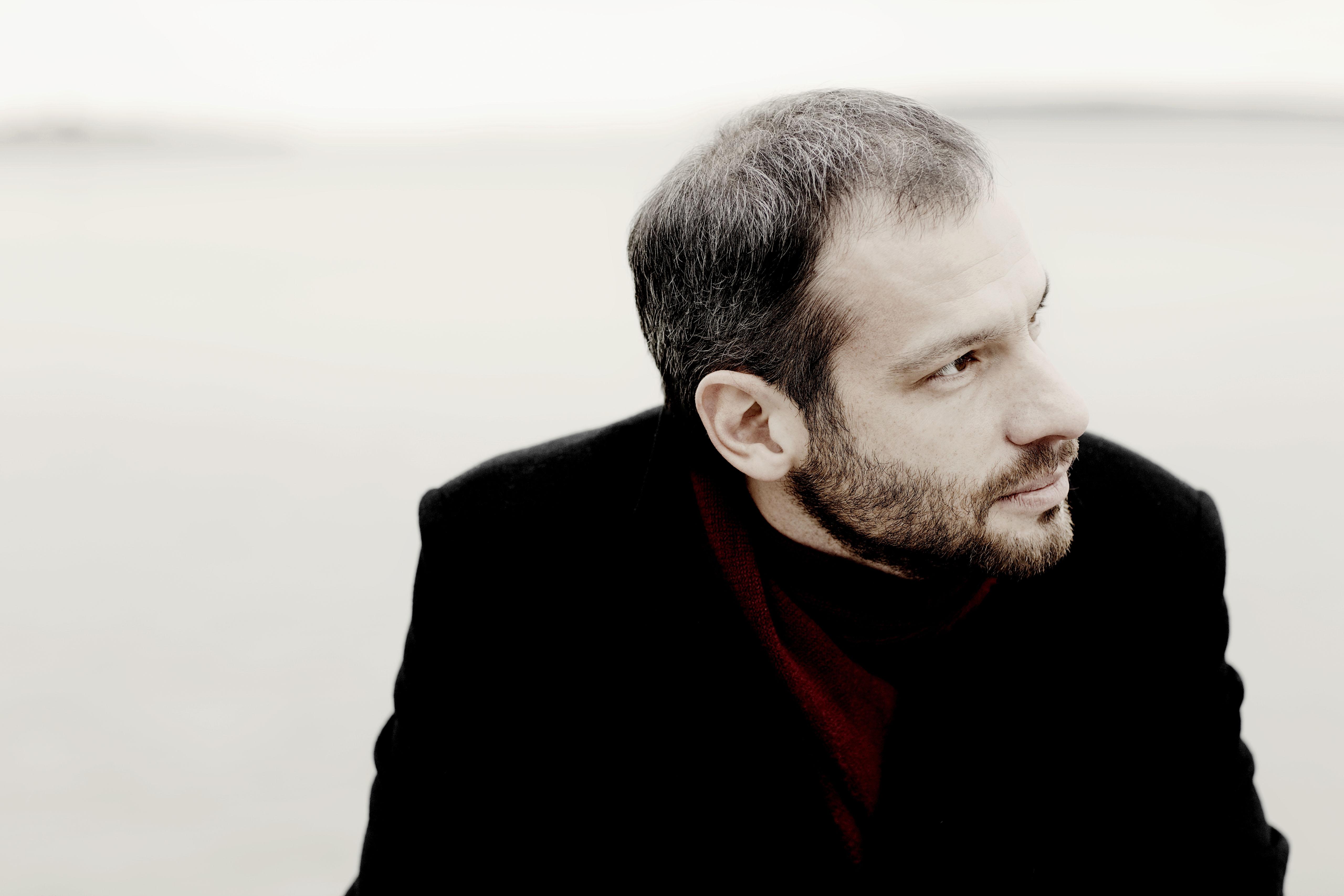 Dima Slobodeniouk. Photo by Marco Borggreve.