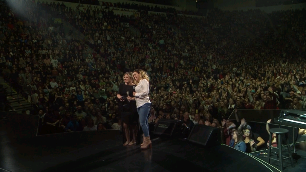 Kelly Clarkson Invites MCTS Driver on Stage During Green Bay Concert. Photo courtesy of MCTS.